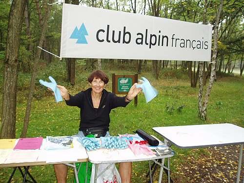 Distribution des gants et des sacs.
